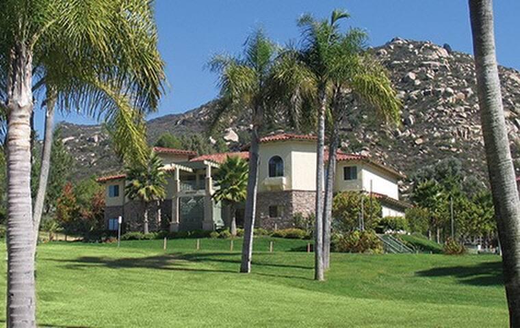 Relax at Welks Resort - Deluxe 1 BR - Escondido - Villa
