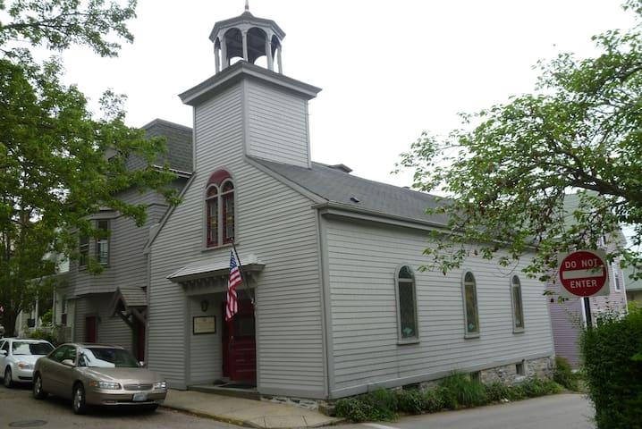 Trinity School House - Newport - Casa