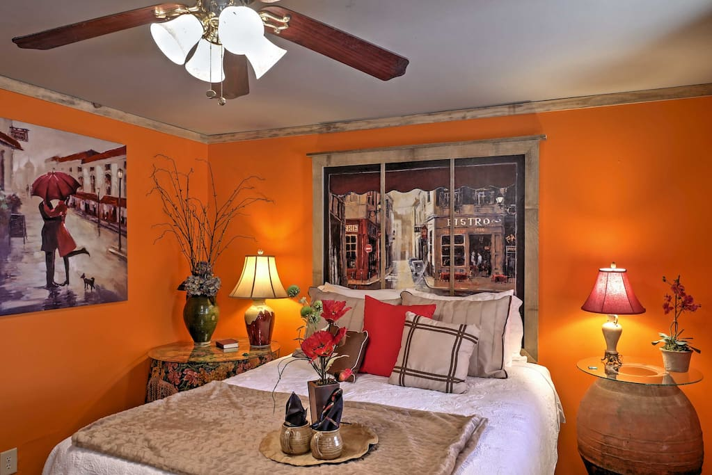 This charming cottage comfortably sleeps 2 in this tastefully decorated bedroom, perfect for your next couples retreat.