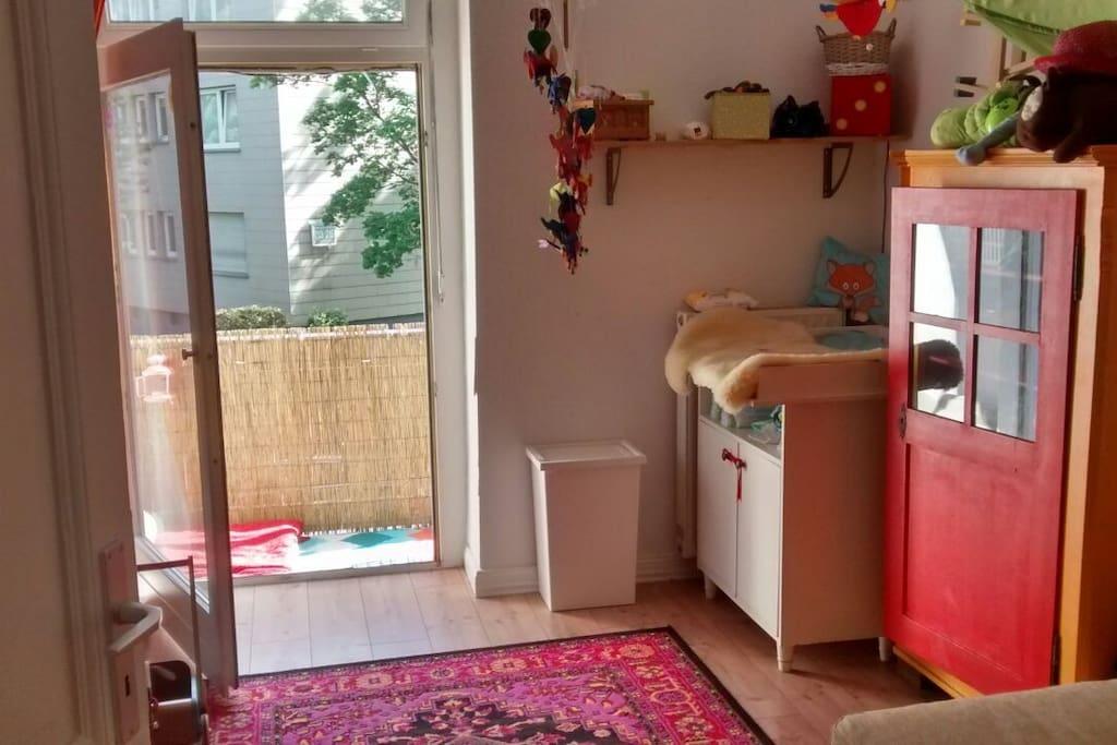 2. Schlaf- oder Kinderzimmer,2. Balkon