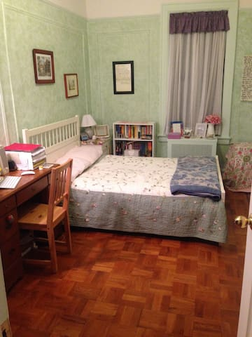 Private room in Astoria, near train - Queens - Apartmen
