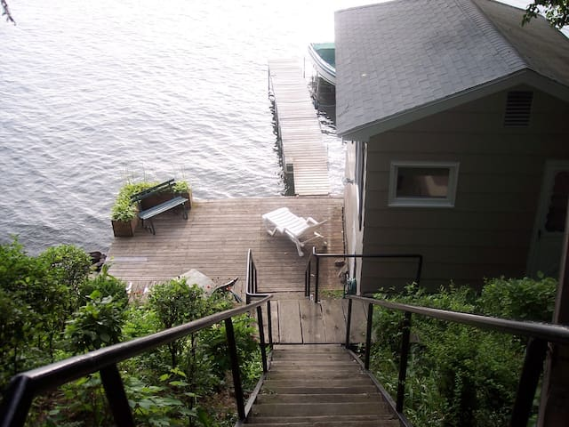 Keuka Lake Front Cottage!