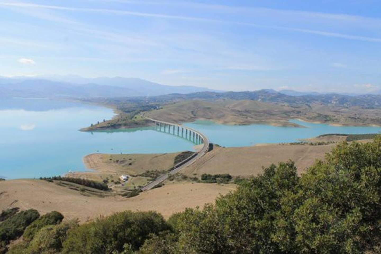 La Diga di Monte Cotugno nel territorio del comune di Senise, è la più grande diga in terra battuta d'Europa.