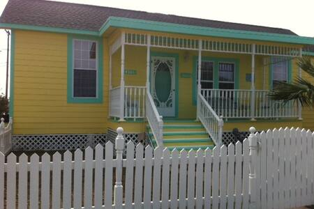 Island Cottage (full house rental) - Galveston - Hús