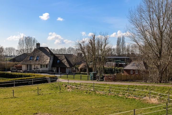 Riante villa aan de Maas met weids uitzicht