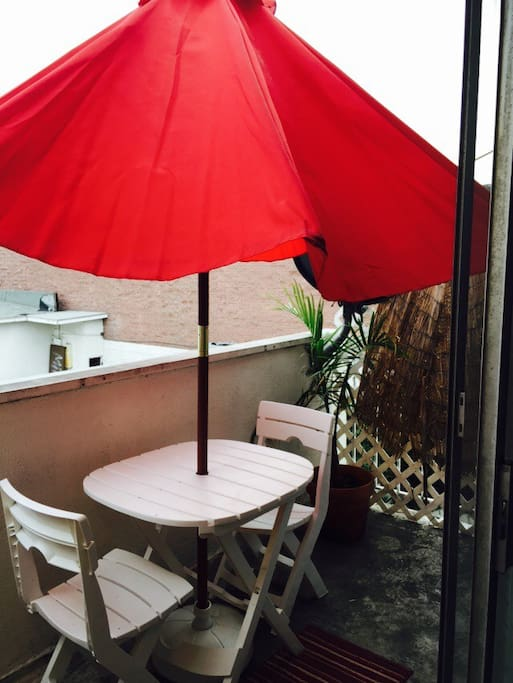Private Balcony Terrace w/ Sun umbrella and Outdoor Patio Set ! Have coffee and enjoy the Hollywood Sights !