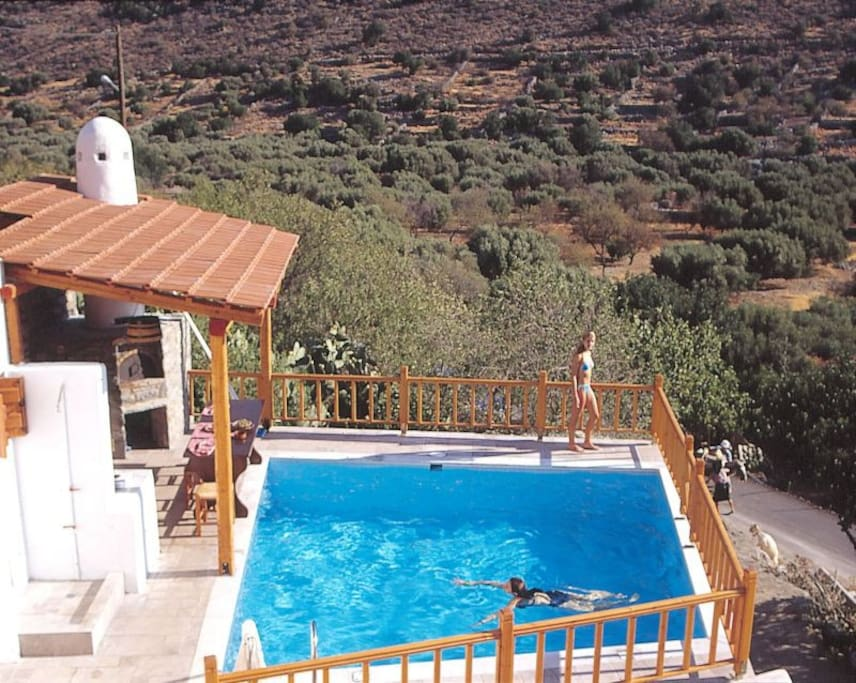 Swimming pool and views to the olive groves and the mountains. In Near by, 5 minute by car or 10' on foot you will be at the organised sandy beach of Elounda. Sea sports are available, mini markets,cafeterias and tavernas are at the spot.