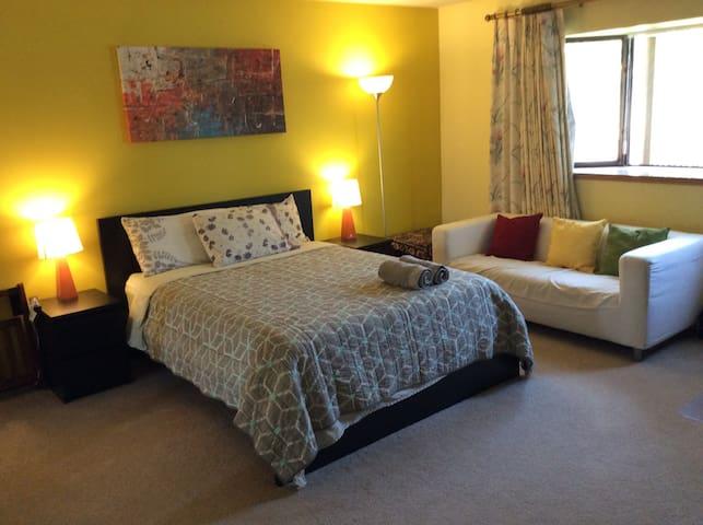 En suite cozy master bedroom w/ bath