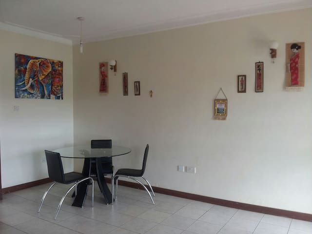 Cozy: Furnished home with garden - Kampala - Hus