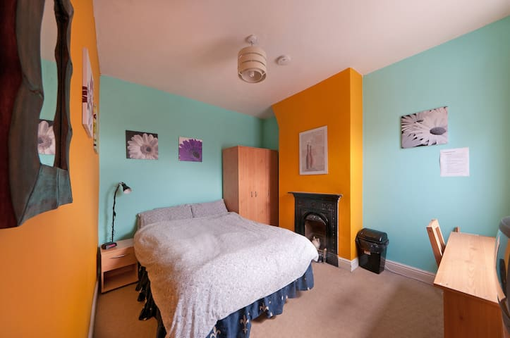 Cozy Double Room Available