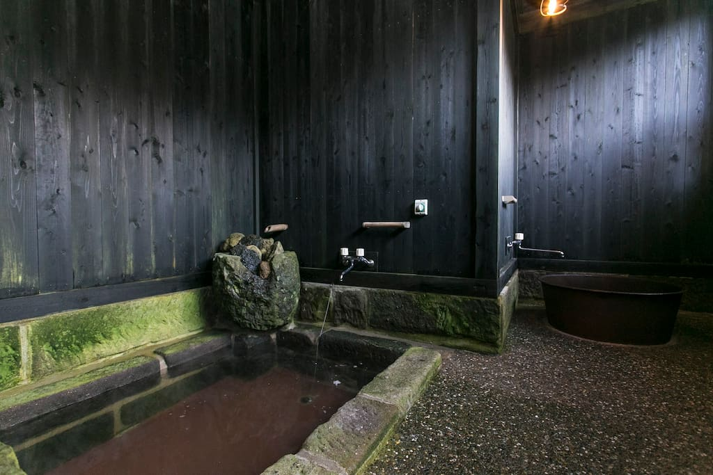 On the left, there is a normal bath tub. And on the right, we have a 'Goemonburo' (Cauldron Bath), which is a bath tub shaped like a cauldron based on the Legend of Goemon, who was executed by being boiled alive in a cauldron. Of course, we will adjust the temperature so it is an enjoyment for you :)