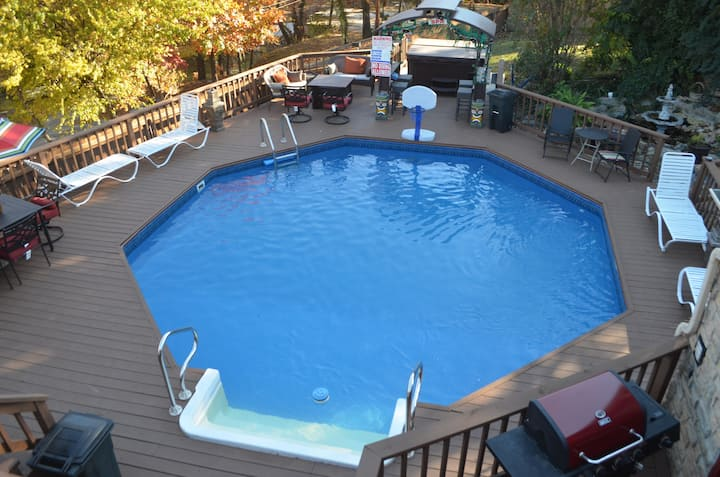 Duck Creek Retreat - 6 BR, 5 BA, Pool, Hot Tub!!!