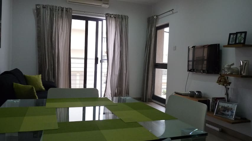 Carob - Modern 1 bed apartment, St Julians, Malta