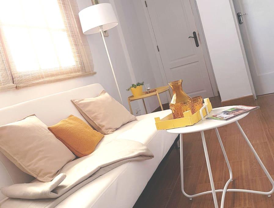 Un apartamento acogedor y muy luminoso, ideal para parejas.