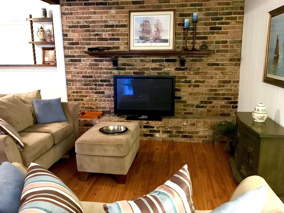 Den / TV room