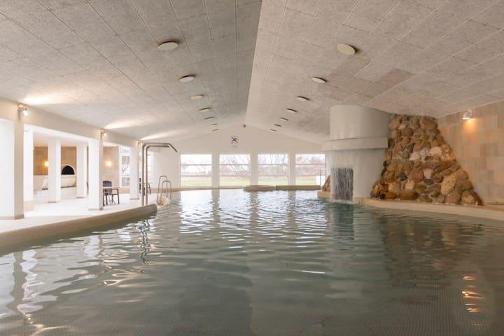 Ferieparadis med badeland og højt til loftet