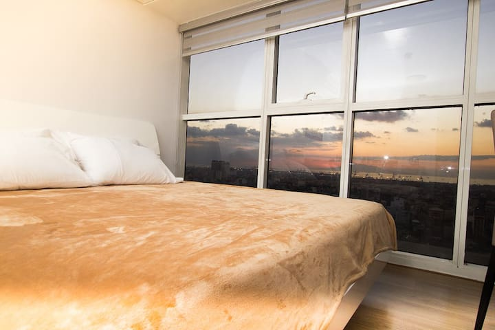 Astonishing Sunset View in Manila -Ayala Developer