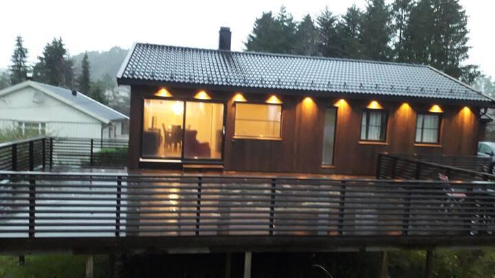 Hus med strålende solforhold.