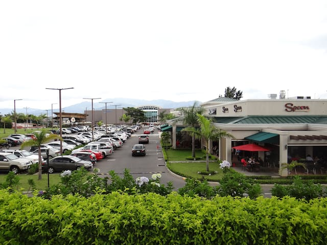 Plaza Real Alajuela, 5 min from the apartment, with movie theater and different restaurants