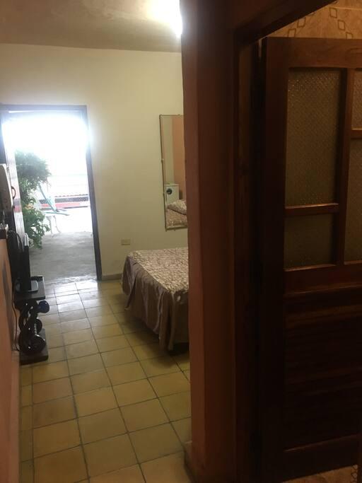 Entrada a la Habitación con Aire, TV, Baño independiente
