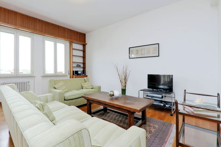 Ample 2bdr with balcony in Rome 416 - โรม - อพาร์ทเมนท์