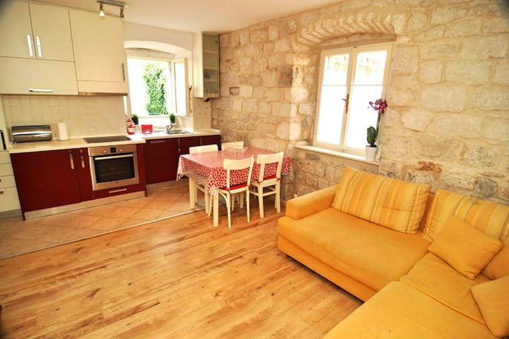 Lovely studio apartment Ursa, Trogir center - Trogir