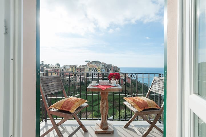sea view, fresh breakfast, balcony - Corniglia - Rumah