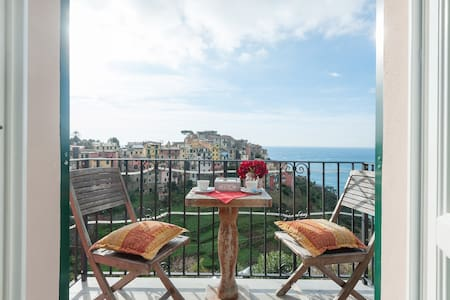 sea view, fresh breakfast, balcony - Corniglia - Huis
