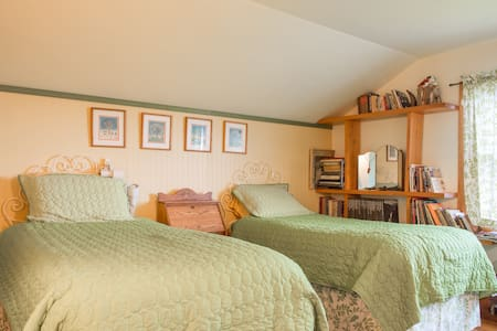 Twin - Chestnut Hill Guest House - Orchard Park - Bed & Breakfast