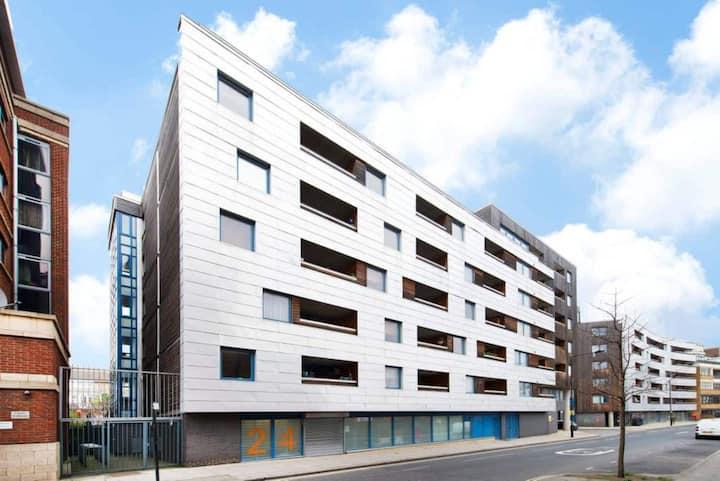 Stunning Room in Camden Town, Quiet with balcony
