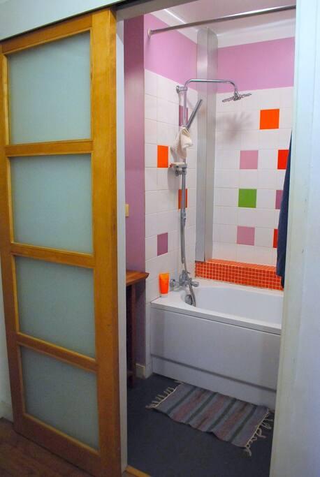 La salle de bain. Petite… mais fonctionnelle !