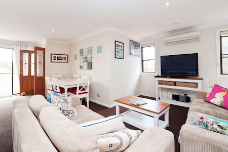 HOMELY BEACH RETREAT - Mona Vale - Appartamento