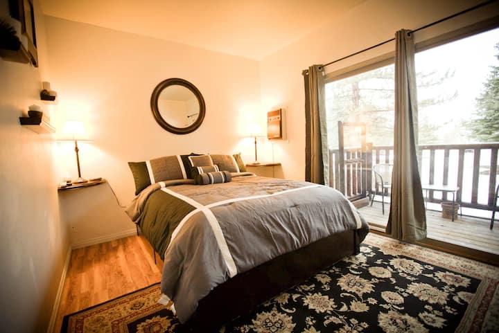 Prospector Square 1 Bedroom condo!