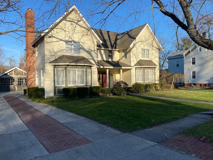 Victorian of the Village 4BR