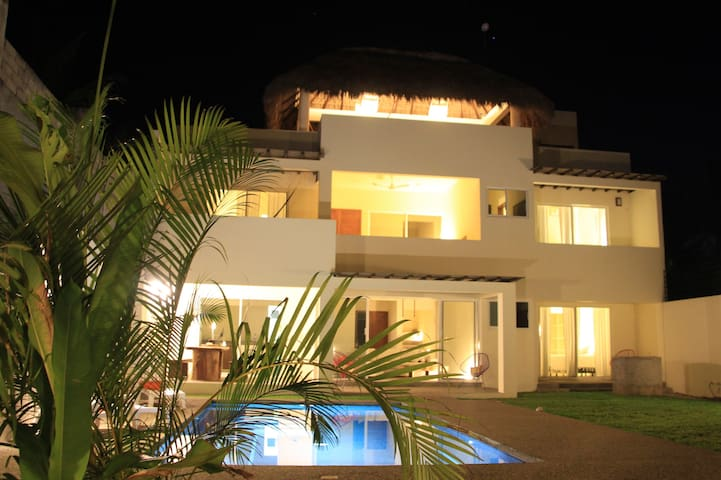 Casa Margarita  - Brisas de Zicatela - Hus