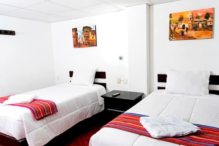 Habitación  Doble - Coca B&B Consta de :  wifi, agua caliente, TV-Cable