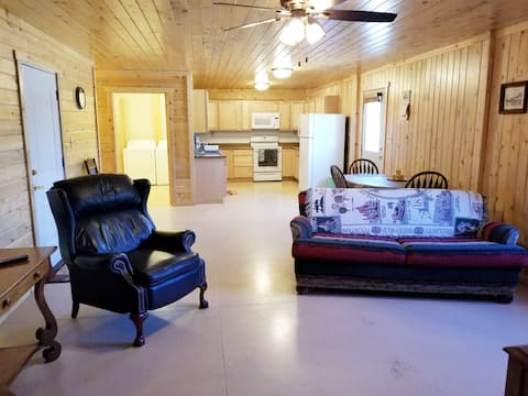 The Perfect Apartment In Saratoga, Wyoming!