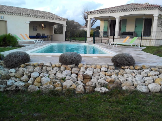 4 BR Villa Uzes In Southern France - Garrigues-Sainte-Eulalie - Rumah