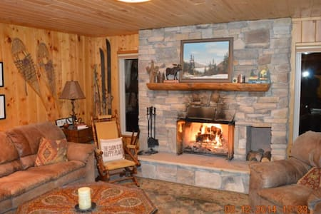Cabin in the Rockies.  Your ski base camp! - Black Hawk
