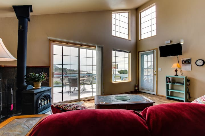 Ocean view in the heart of Yachats! - Yachats - Loft