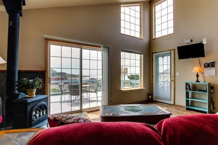 Ocean view in the heart of Yachats! - 야핫츠(Yachats) - 로프트