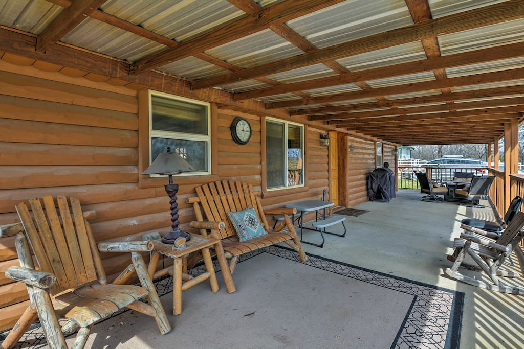 Rest and relax on the spacious front porch, with a gas grill & dining table.
