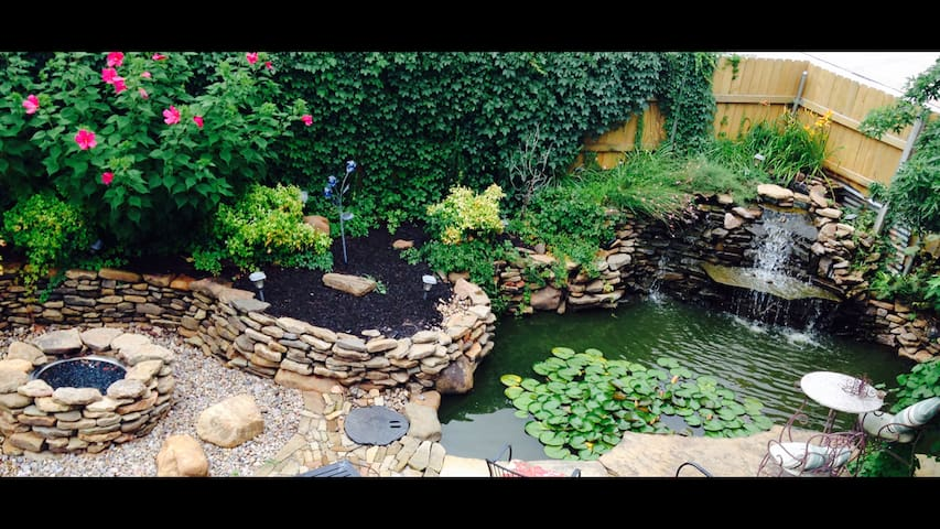 Home with relaxing koi pond & hot tub - Norman - Maison