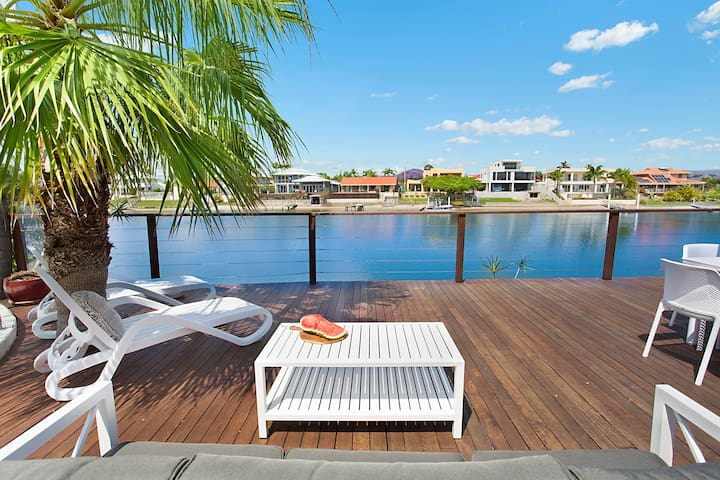 Splendour on the Water - Waterfront Living