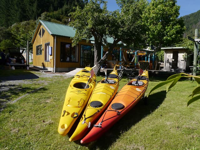 Artists House Marlborough Sounds - Ngakuta Bay - บ้าน