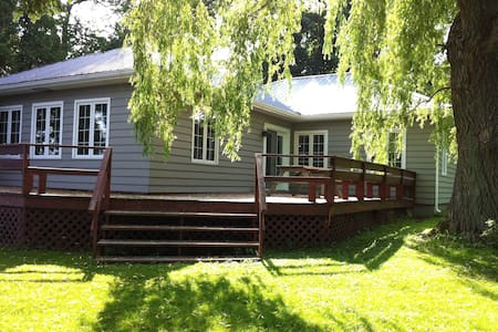 Large waterfront cottage, St-Anicet - Sainte-Anne-des-Monts - 小木屋