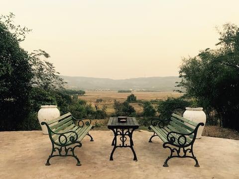 PARADISE NEST MEDLEY ROOM on 2 acres/shared lounge