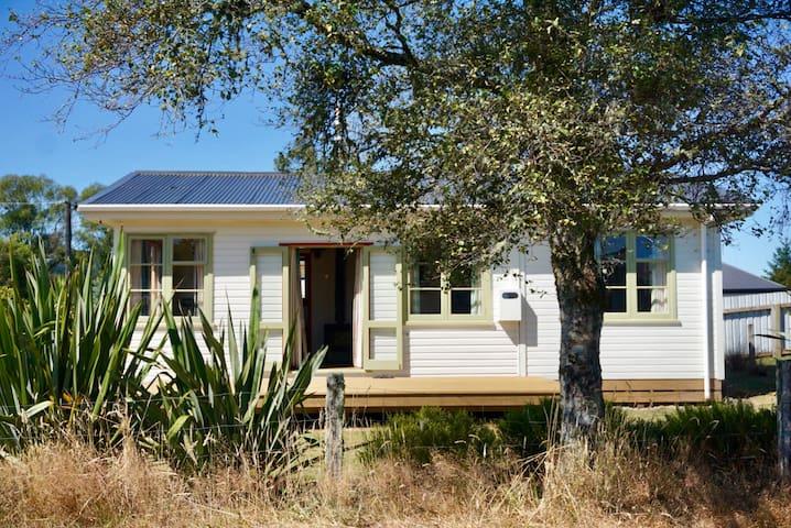 Tongariro Hut. A fun quirky north facing cottage.