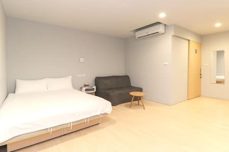 Suite with sofa bed, 5 min to MRT, airport bus