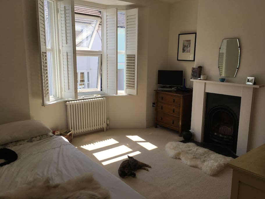 Double bedroom with TV/DVD played